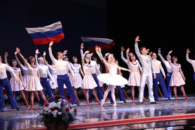 «Русский национальный балет «Кострома» поздравил костромичей с 300-летием российской полиции.