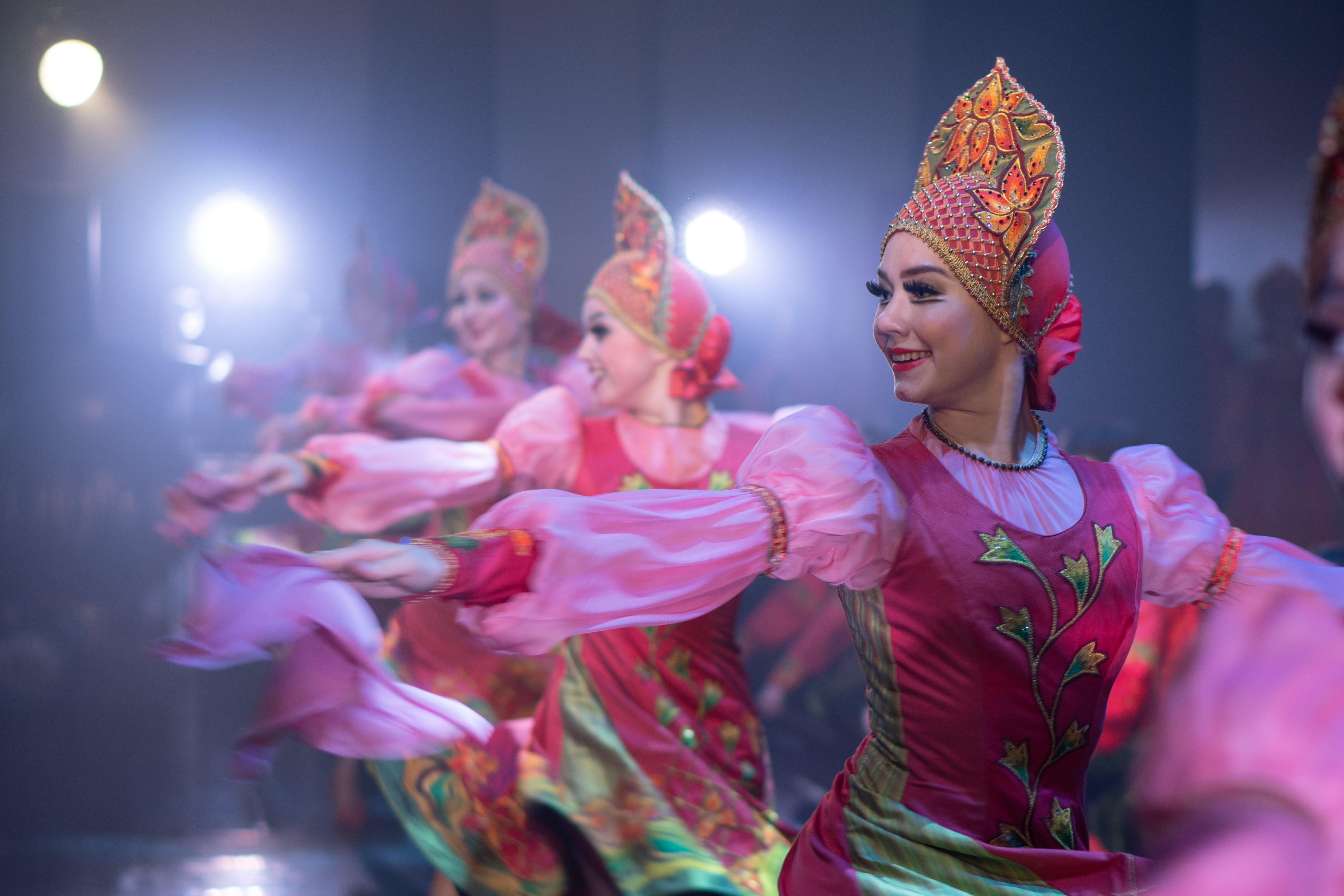 Жители Волгограда приняли участие в Благотворительной акции «Русского национального балета «Кострома»